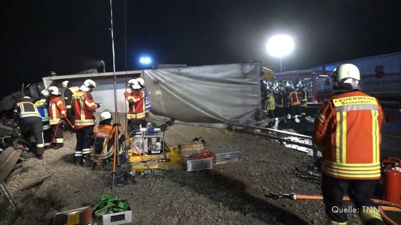 Zwei Tote bei Unfall im Spessart - Vollsperrung auf der A3 - dpa ...